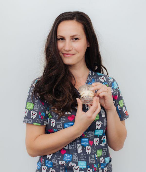 Gianina Elciu, asistent medical @ Dinstitute